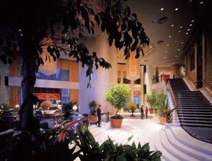 SLOANE_Lobby of Island Shangri-La Hotel
