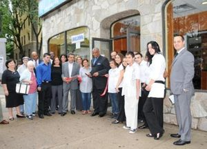 Windmill Eatery_Ribbon Cutting by Mayor Young